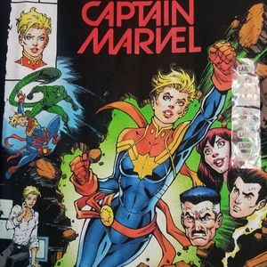 NEW! CAPTAIN MARVEL T-SHIRT   L
